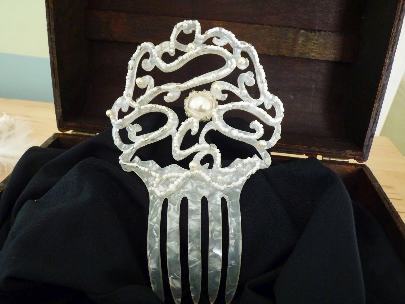 9f19b99a41 Las Cositas de Marga  Peineta de carey blanco para novia