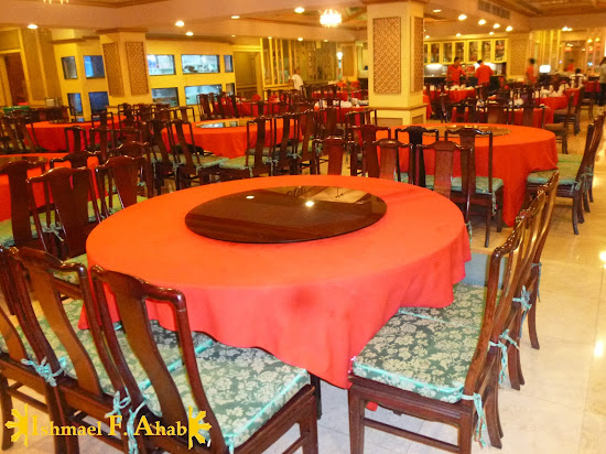 Red tables in A Taste of Mandarin in Cebu City
