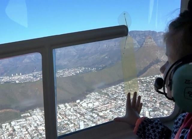 Helia disfrutando de la vision de Ciudad del Cabo