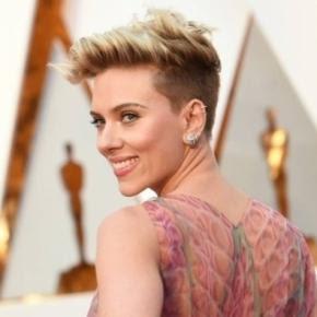 Scarlett Johansson rebate apresentador no Oscar