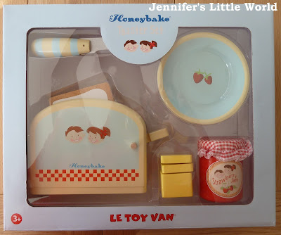 Le Toy Van Honeybake wooden toaster set