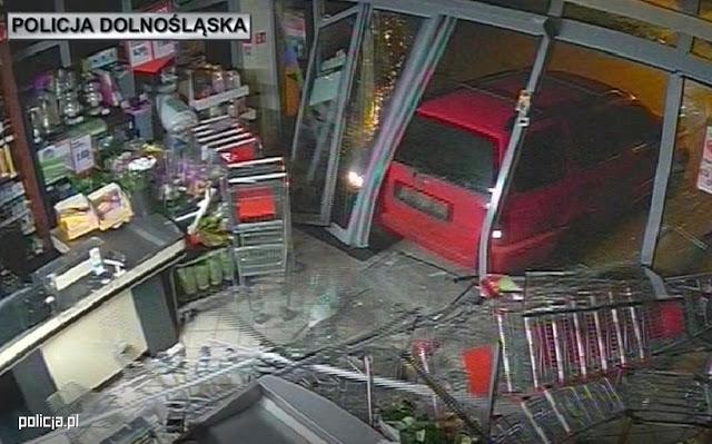 Okradali sklepy w pasie przygranicznym wjeżdżając do środka samochodem. Gang włamywaczy w rękach Policji