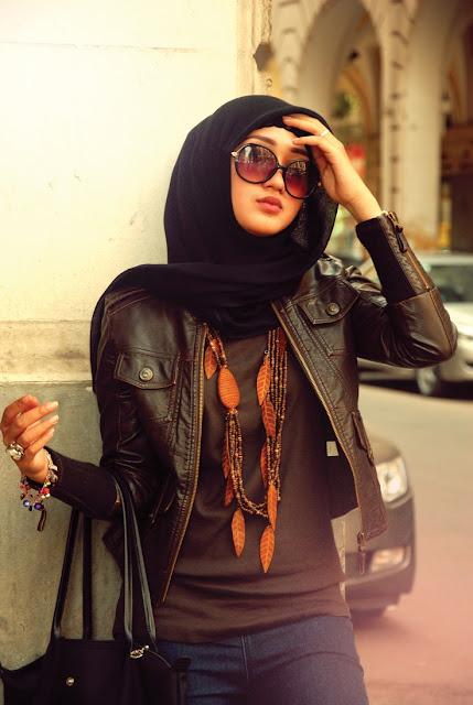 Baju muslim santai kombinasi celana dan jaket ala Dian Pelagi