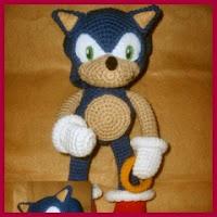 Sonic amigurumi