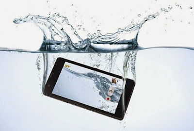 Cara Ampuh Menyelamatkan Ponsel yang Terendam Atau Kecemplung Air