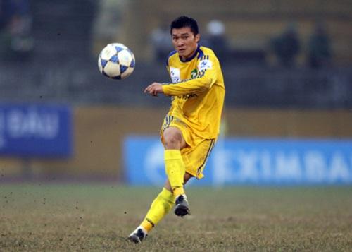 Đình Đồng thi đấu tại giải V.League