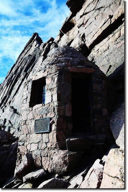 Agnes+Vaille+Memorial+Hut.JPG