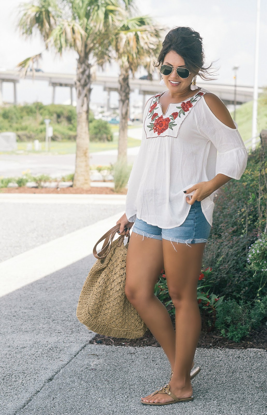 cold shoulder top, straw tote, fall transition look, tory burch millers