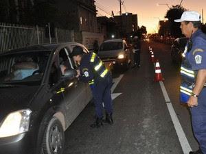 Guarda Municipal de Campos dos Goytacazes (RJ) conscientiza sobre trânsito seguro