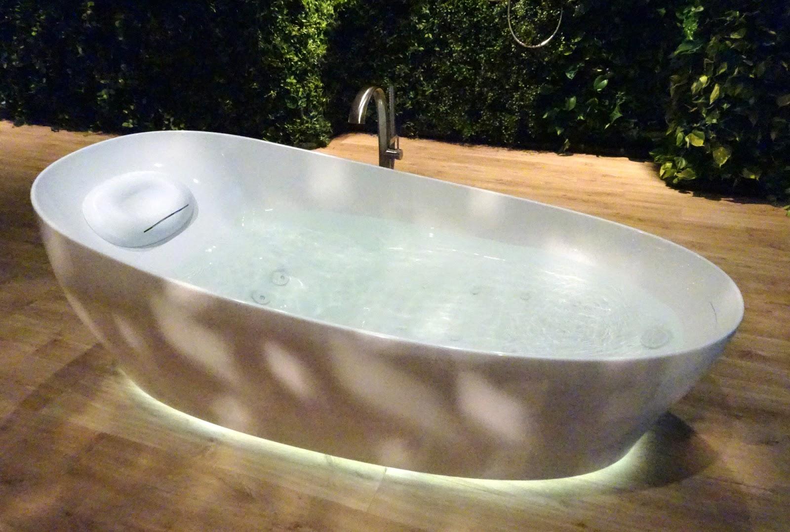 Nếu bạn thích nhà vệ sinh của Nhật Bản, bạn sẽ yêu thích bồn tắm TOTO