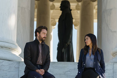 Tom Mison and Janina Gavankar in Sleepy Hollow Season 4 (10)