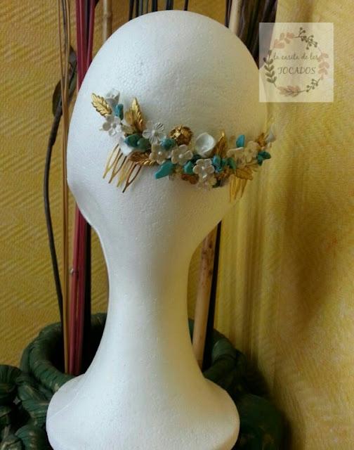 tiara de porcelana y pedrería para novia o invitada en blanco, dorado y turquesa