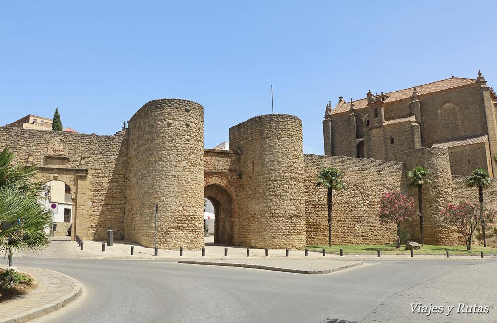Puerta de Almocábar e Iglesia del Espíritu Santode Ronda