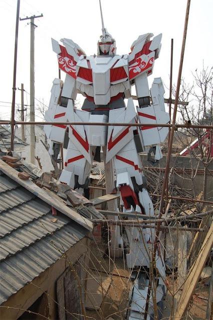 Drewniany model Gundama Unicorna w skali 1:3