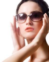 Melindungi Mata Anda Dari Sinar Matahari Dengan Memakai kacamata hitam
