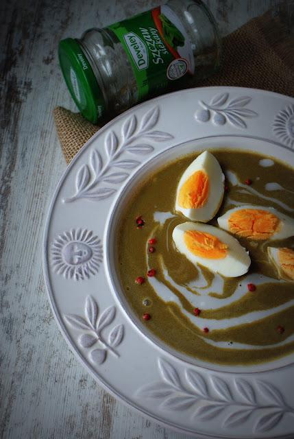 Zupa szczawiowa,szczaw,mleko kokosowe,Develey,jajko na twardo,czerwony pieprz,Skworcu,