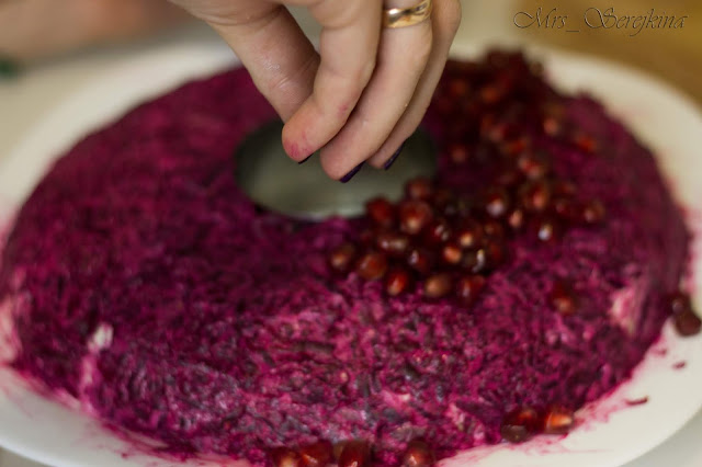 Garnet bracelet: step 15. Layer of pomegranate grains