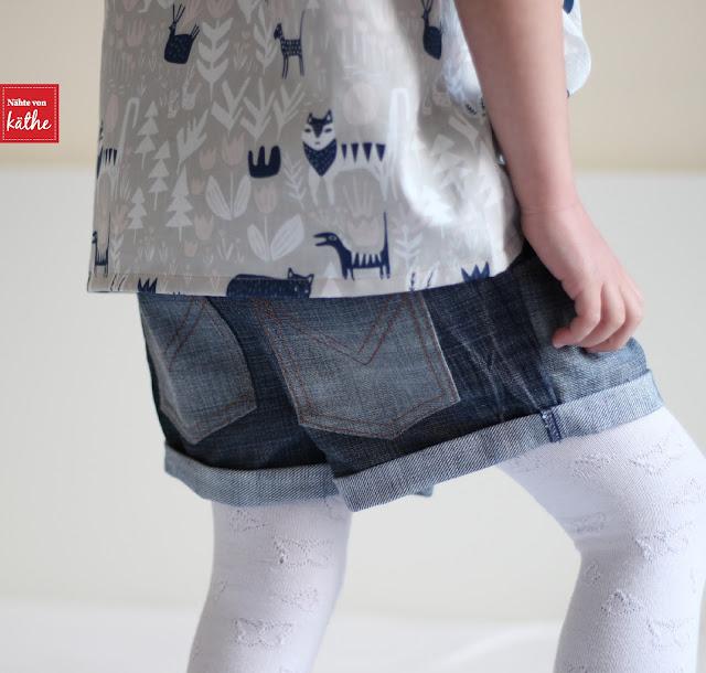 The Nina Blouse von Coffee + Thread, Tuula Shorts von Meine Herzenswelt