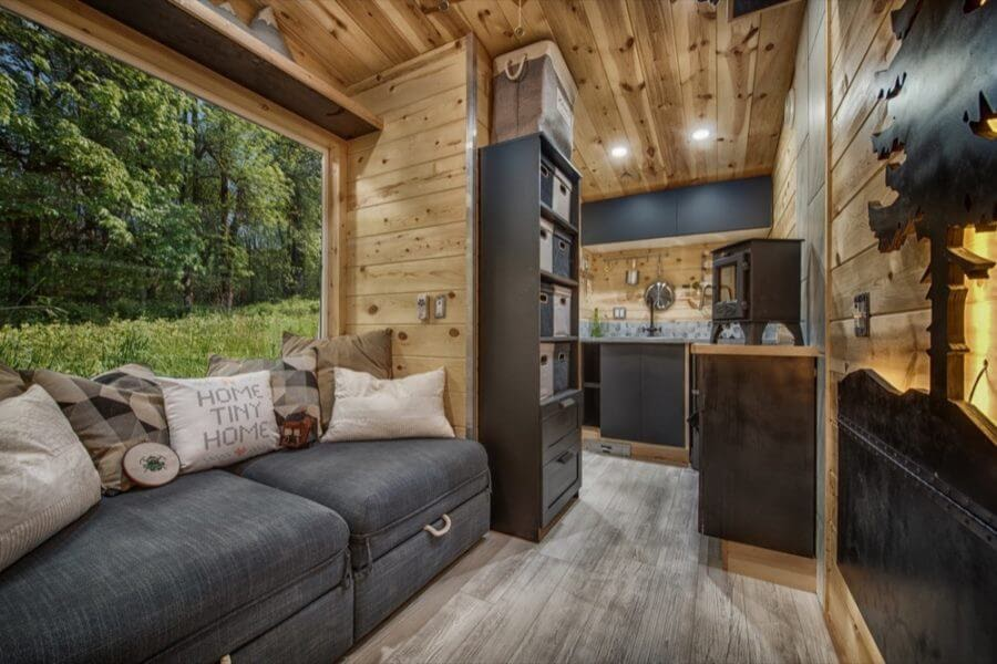 03-Depth-of-Cabin-Backcountry-Architecture-with-a-Cosy-Tiny-House-www-designstack-co