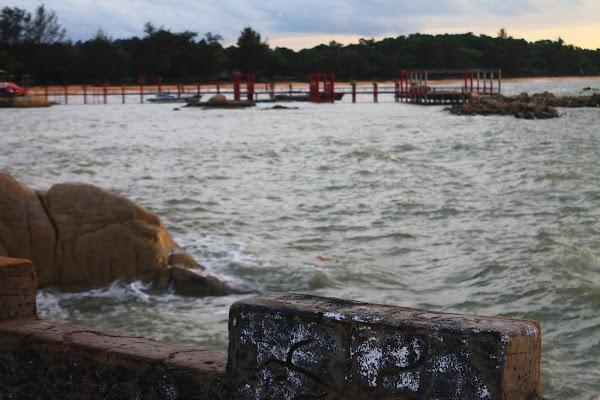 Pemandangan Pantai 2 - Catatan Nizwar ID