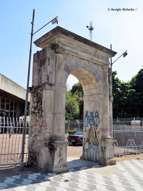 Vista do Portal de Pedra do Antigo Presidio Tiradentes - Luz - São Paulo