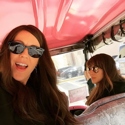 PLL Troian Bellisario (Spencer) & Andrea Parker (Jessica DiLaurentis & Mary Drake) bts in pink golf cart episode 7x03