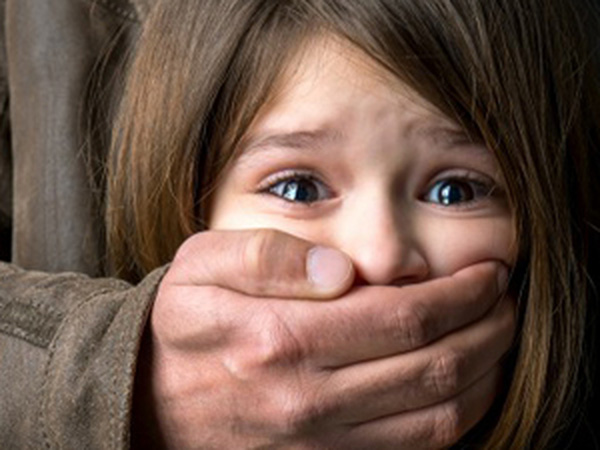 Để con tự bảo vệ mình trước kẻ bắt cóc bạn nên dạy con những điều này