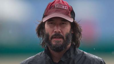 Keanu Reeves se va en camioneta con desconocidos tras aterrizaje de emergencia