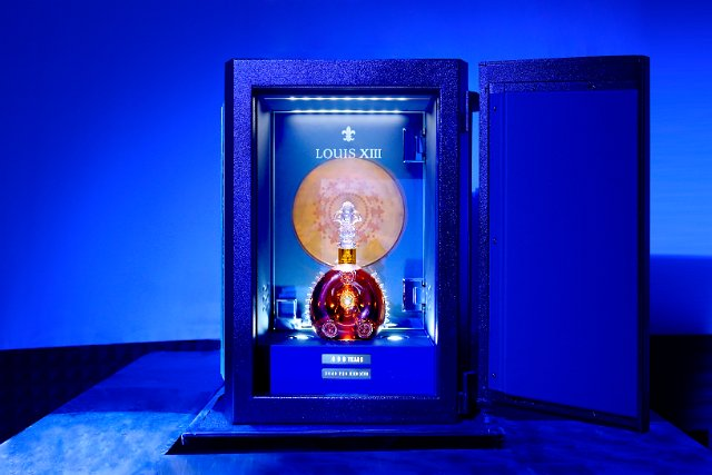 Louis XIII « 100 Years » by Pharrell Williams Music Record made of clay soil
