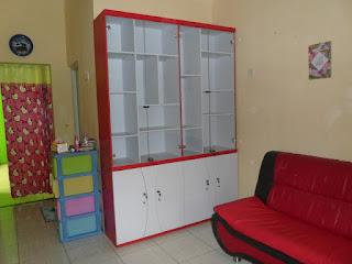 Furniture Rumah - Lemari Hiasan Ruang Tamu - Furniture Semarang