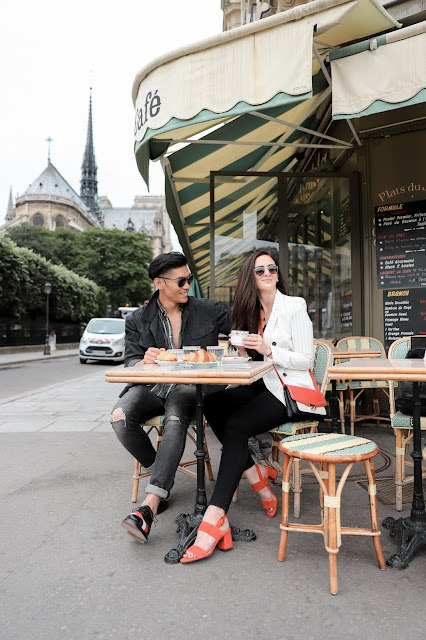 Couple at cafe nearby Notre Dame | Tips and Tricks