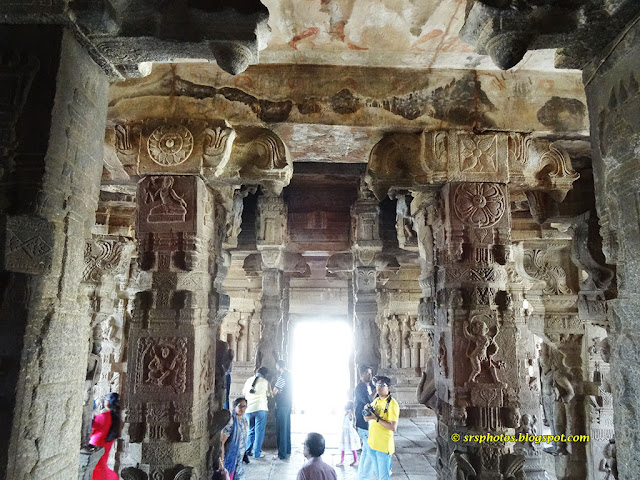 Beautiful Carvings on the Pillars outside the Veerabhadra Temple, Lepakshi, Anantapur, Andhra Pradesh srsphotos.blogspot.com