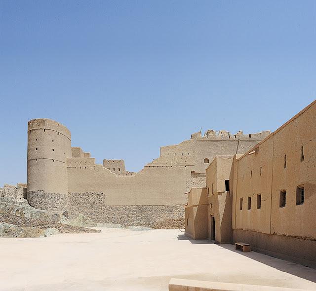 Best of Oman: Baklha foretress, climbing, Al Khaluf white dunes, Wahiba, Daymianiat islands