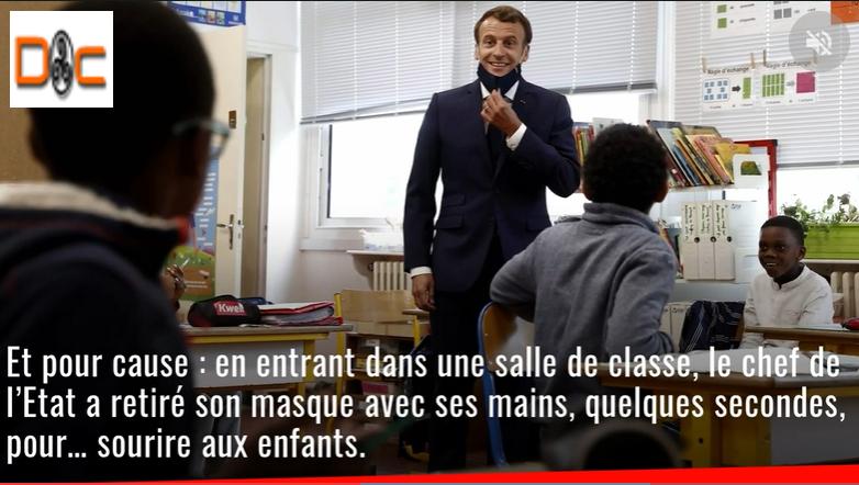 Emmanuel Macron s'est rendu dans une école de Poissy (Yvelines). Au cours de sa visite, un geste a scandalisé les internautes. Explications.