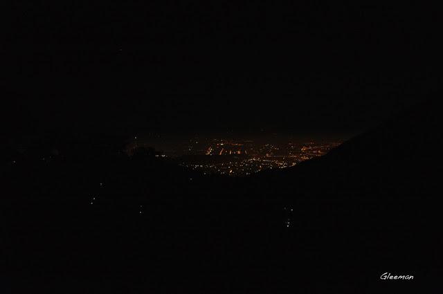 陽明山南方的燈火輝煌的台北盆地。