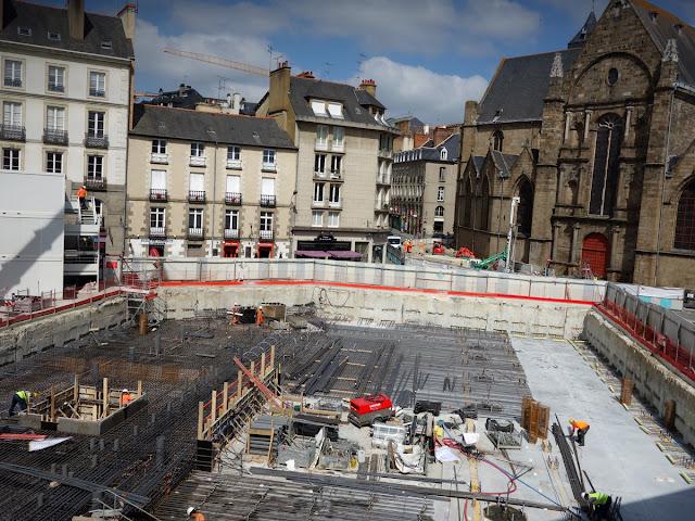 La construction de la dalle sur le chantier du métro de la ligne B de la Place Saint-Germain - 19 juin 2015...