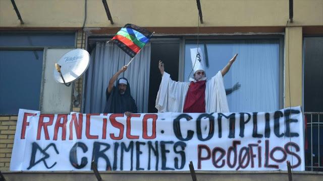 Abusado por sacerdote chileno califica de 'barato' perdón del papa