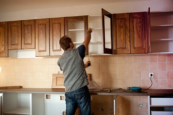 As important as perfecting your kitchen is, using the wrong contractor can lead to avoidable remodeling nightmares. Remodeling your kitchen