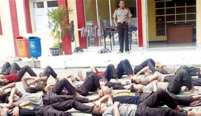 Gara Gara Tidak Shalat 78 Polisi ini dijemur dilapangan