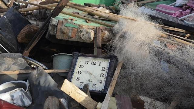 Jam Dinding Ini Menunjukkan Waktu Terjadinya Tsunami