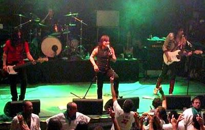 Foto de Rata Blanca en el escenario