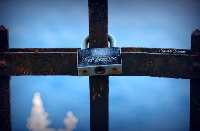 Lucchetto con su scritto : Noi per sempre