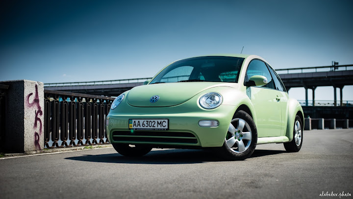 green vw new beetle