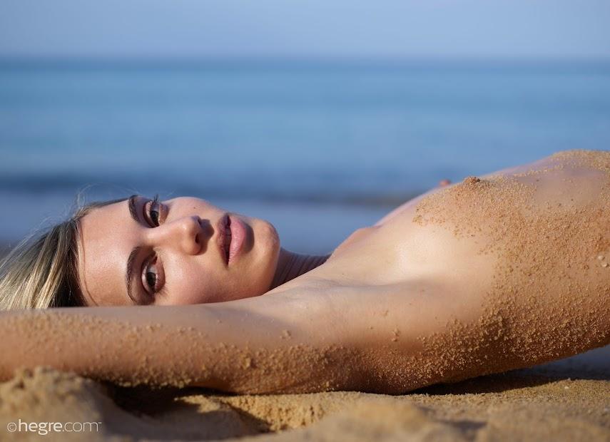 [Art] Francy - Goddess Of The Beach - idols