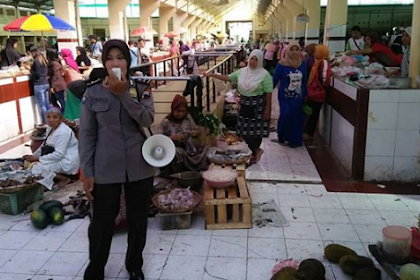 Kanit Binmas Polsek Mayong Berikan Himbauan di Pasar Mayong