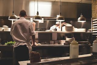 Laut dem Bundesinstitut für Risikobewertung machen TV-Köche alle 50 Sekunden Hygienefehler - Hygieneschulung