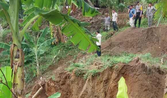 warga majalengka terancam abrasi sungai