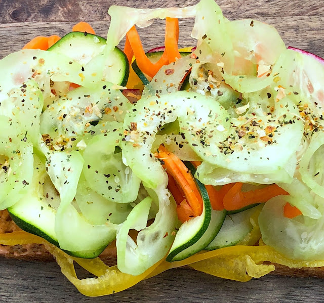 Spiralized Veggies and secret spices are the key to this amazing Vegetable Sandwich Recipe | www.jacolynmurphy.com