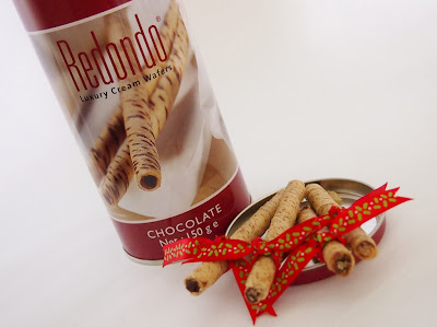 christmas redondo luxury cream wafers ribbons