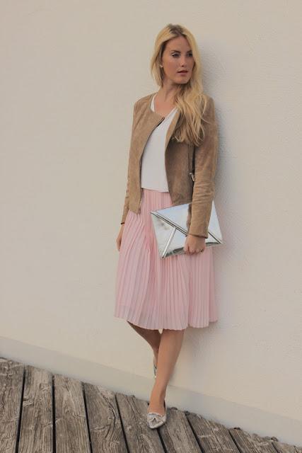 TheBlondeLion Look plissee rose midi skirt silver leather material mix
